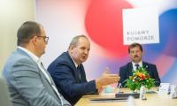 Uroczyste podpisanie umowy na remont drogi wojewódzkiej nr 534 na odcinku Cetki-Rypin, fot. Mikołaj Kuras dla UMWKP