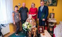 Do grona uhonorowanych medalem Unitas Durat Palatinatus Cuiaviano-Pomeraniensis dołączyła stuletnia Irena Frydryszewska z Radomic (powiat lipnowski), fot. Andrzej Goiński dla UMWKP