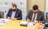 Podpisanie umowy na budowę obwodnicy Lubrańca, fot. Szymon Zdziebło tarantoga.pl dla UMWKP
