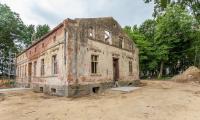 Wiecha na odbudowywanym dworku L. Rydygiera w Dusocinie, fot. Filip Kowalkowski dla UMWK-P