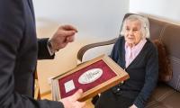Wręczenie medalu Unitas Durat pani Jadwidze Waszewskiej, fot. Szymon Zdziebło/tarantoga.pl dla UMWKP