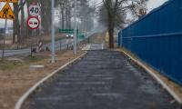 Ścieżka rowerowa na ul. H. Sienkiewicza w Sępólnie wzdłuż drogi wojewódzkiej nr 241, fot. Filip Kowalkowski dla UMWKP