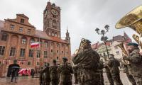 Uroczystości z okazji Dnia Flagi RP w Toruniu, fot. Szymon Zdziebło taratoga.pl dla UMWKP