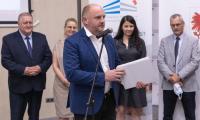Ceremonia wręczenia umowy przez marszałka Piotra Całbeckiego, fot. Mikołaj Kuras dla UMWKP