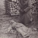 Anna Mystkowska identyfikujące zwłoki męża W. Mystkowskiego Muzeum Ziemi Kujawskiej i Dobrzyńskiej we Włocławsku