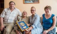 Członek zarządu Aneta Jędrzejewska z wizytą w domu Heleny Grzywaczewskiej fot. Łukasz Piecyk