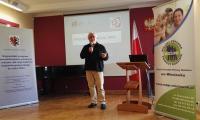 pan Krzysztof Sarzała prowadzący wykład w czasie konferencji Przeciwdziałanie przemocy w rodzinie – działania skoncentrowane na współpracy, Włocławek, 3 czerwca 2016 r., fot. Biuro Wsparcia Rodziny i Przeciwdziałania Przemocy