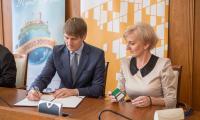 Podpisanie umów o dofinansowanie inwestycji w zakresie termomodernizacji szkół i gmachów użyteczności publicznej, fot. Szymon Zdziebło/tarantoga.pl